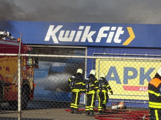 Brand ontstond in magazijn met onder andere autobanden