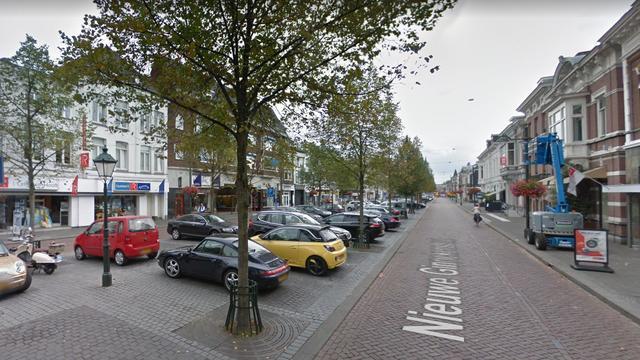 Tweetal steelt geld uit kledingzaak op Nieuwe Ginnekenstraat in Breda