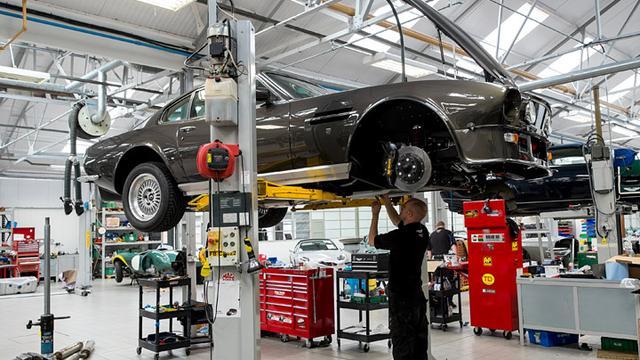 Aston Martin richt nieuwe bedrijfsonderdelen op
