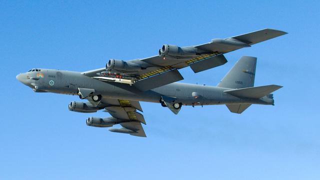 B-52 bommenwerper van VS stort neer op luchtmachtbasis Guam