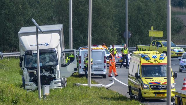 Eenzijdig ongeval met vrachtwagen op de N11 bij afrit ring Oost