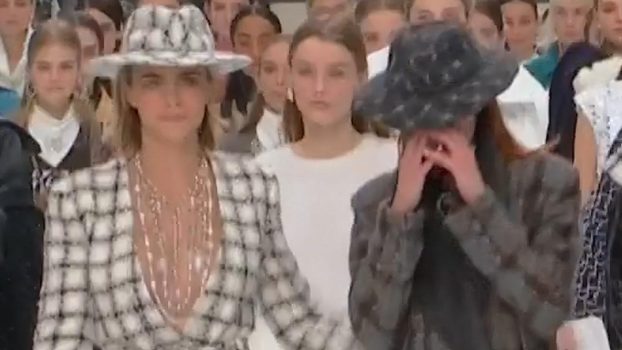 Modellen huilen bij tonen laatste collectie Karl Lagerfeld