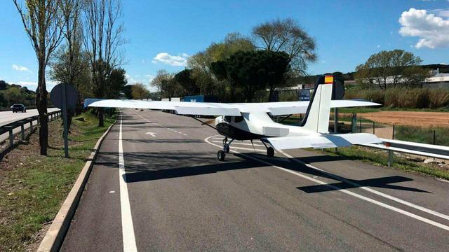 Vliegtuigje maakt noodlanding op snelweg Spanje