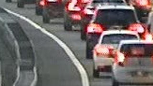 File vanwege kapotte vrachtwagen op A10 opgelost
