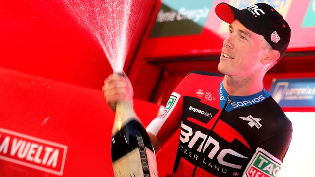 Kruijswijk klimt naar derde plek in Vuelta-klassement, Dennis wint tijdrit