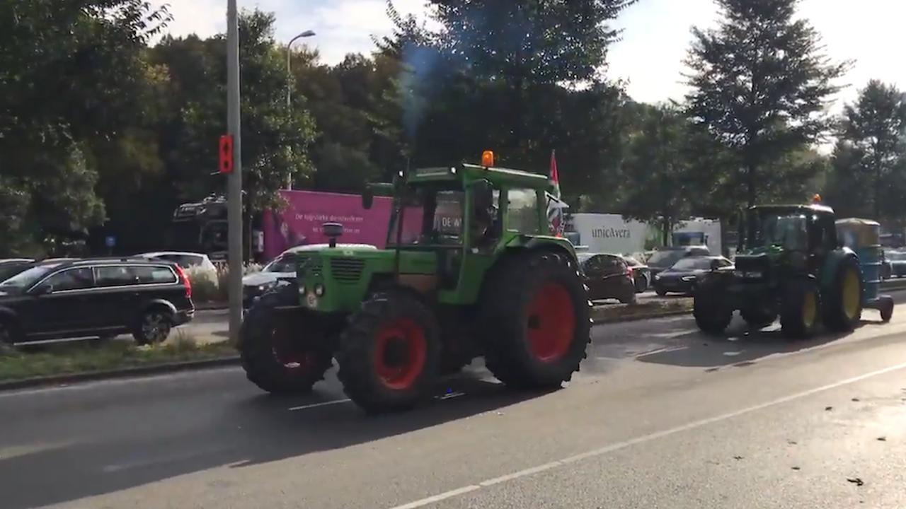 Boeren verlaten toeterend Den Haag