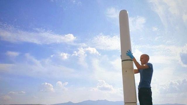 Een windturbine zonder wieken.