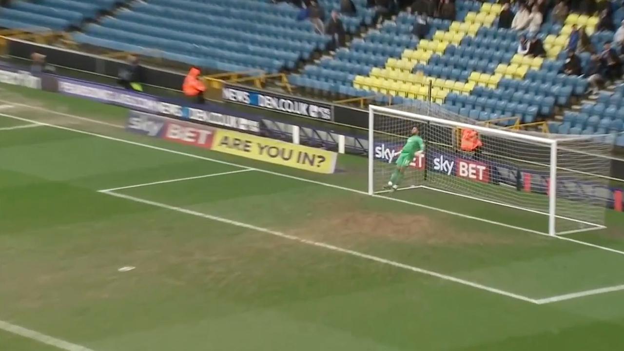 Spectaculaire redding van Millwall-keeper