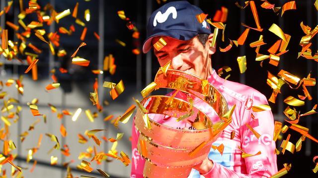 Geëmotioneerde Giro-winnaar Carapaz: 'Ik heb mijn droom geleefd'