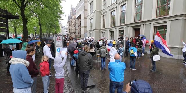 Den Haag waarschuwt demonstranten: 'Omzeil coronamaatregelen niet'