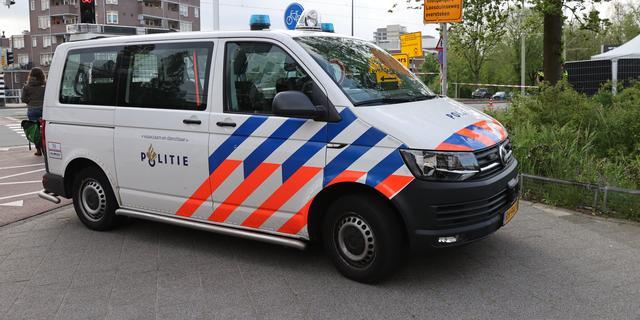 Politie vindt wapen in auto na aanrijding met scooter op Ruijsdaelstraat