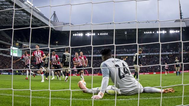 PSV verstevigt koppositie in Eredivisie met ruime zege op Ajax