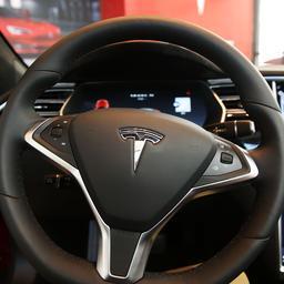 Tesla-bestuurder mag mobiel niet vasthouden bij gebruik 'zelfrijdfunctie'