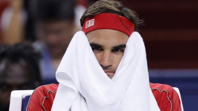 Gefrustreerde Federer verliest in Sjanghai, ook Djokovic strandt