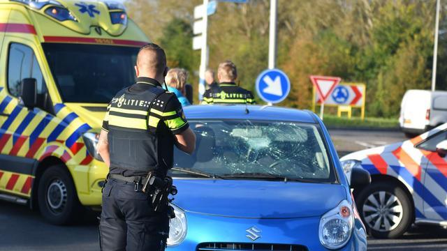 Fietser gewond na aanrijding op rotonde Zegerbaan