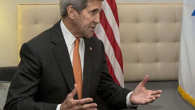 Kerry vindt presidentsverkiezingen gênant voor VS