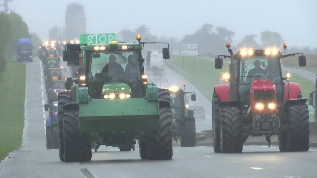 Franse boeren blokkeren snelwegen bij protest