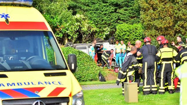 Dode en twee gewonden bij ongeval met busje in Oud Gastel