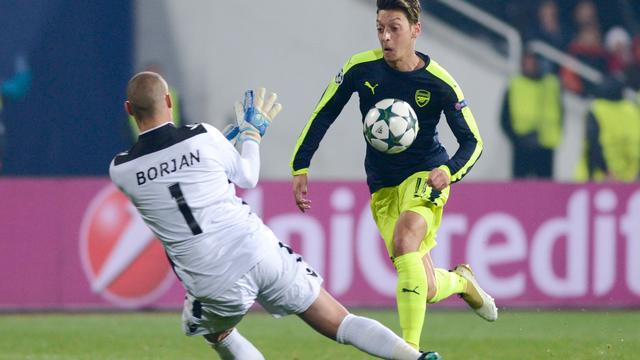 Wenger geniet van klasse Özil bij subliem doelpunt
