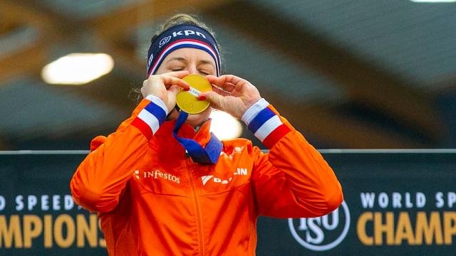 Wüst verovert in Hamar zevende wereldtitel allround, brons voor De Jong