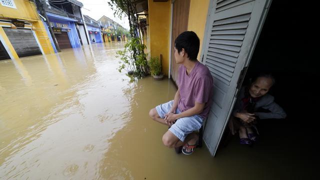 Dodental door tyfoon Damrey in Vietnam stijgt tot 89
