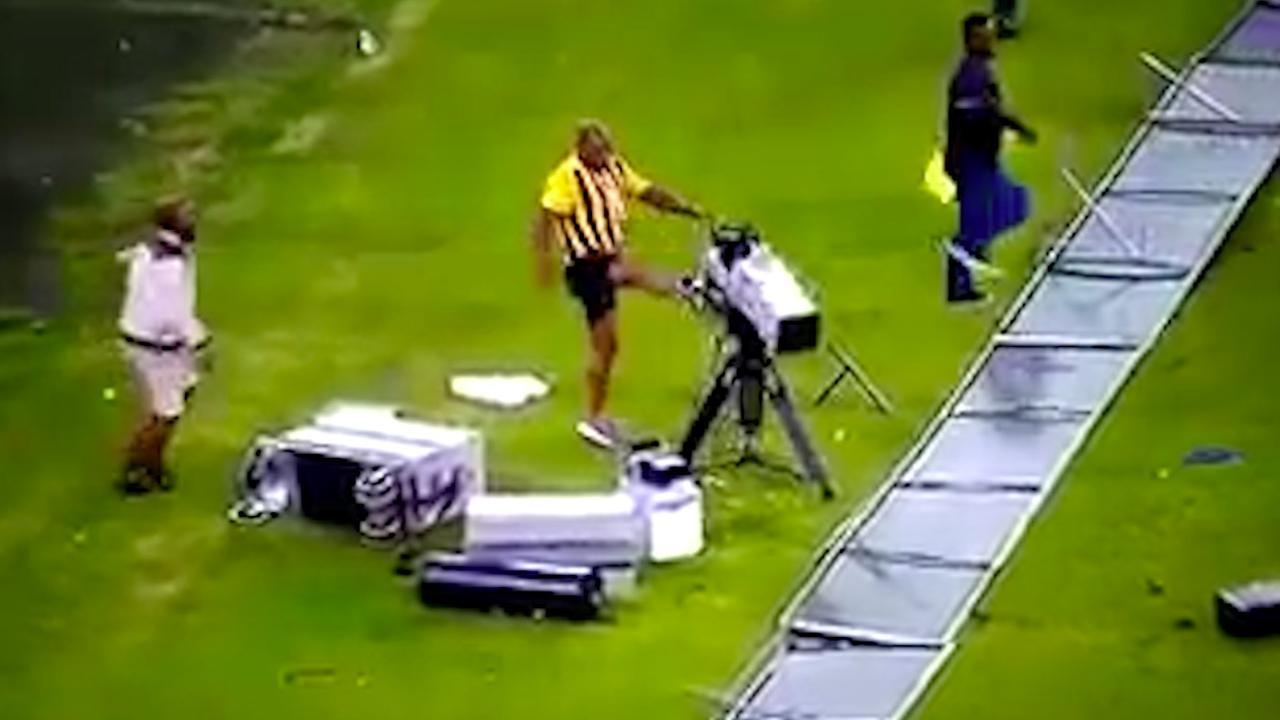 Voetbalsupporters breken stadion af na nederlaag in Zuid-Afrika