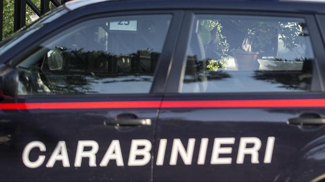 Automobilist rijdt in op feestgangers Sardinië
