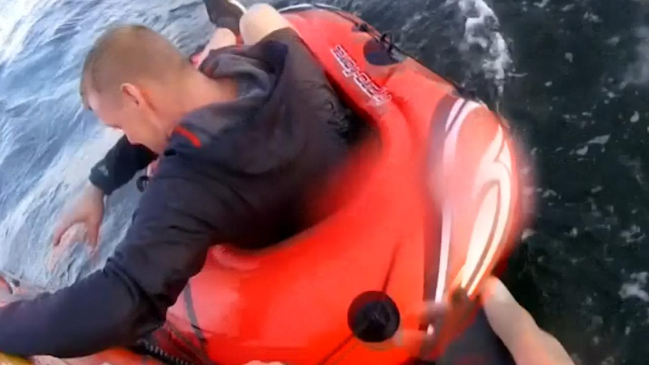 Britse kustwacht redt Engelsman uit rubberbootje op zee