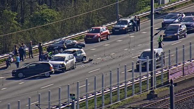 Twaalf auto's betrokken bij groot ongeval op A4