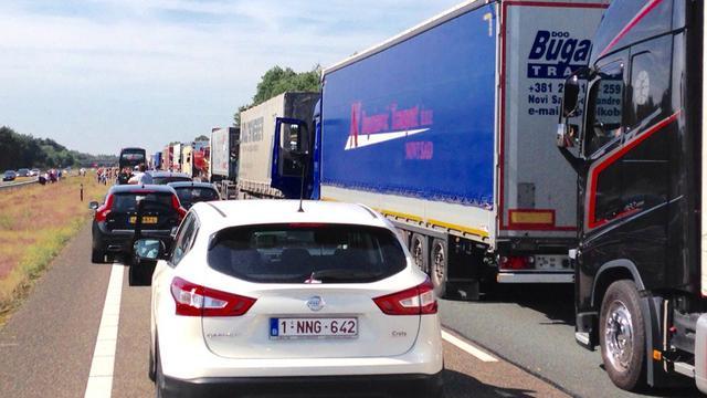 A67 dicht door ongeval met vrachtwagen.