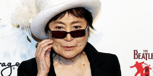 Yoko Ono in ziekenhuis opgenomen wegens zware griep