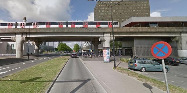 Motorrijder gewond bij aanrijding nabij metrostation Kraaiennest