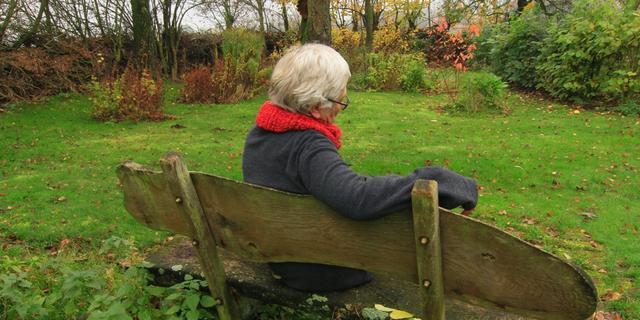 'Oudere mantelzorger van Alzheimerpatiënt heeft baat bij regelmatig ontspannen'