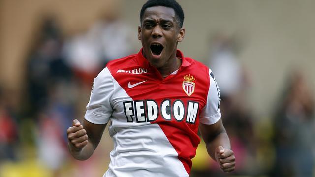 Martial tekent contract voor vier seizoenen bij Manchester United