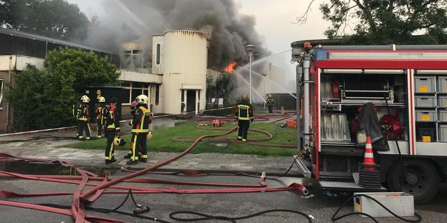 Brand in bedrijfspand in Waddinxveen is onder controle