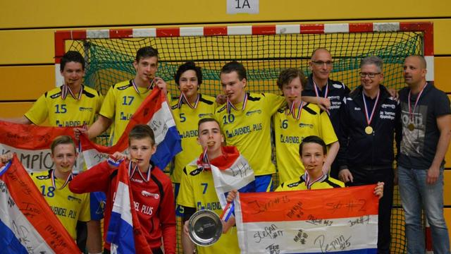 Handballers Jong Oranje geven clinic op oude stek