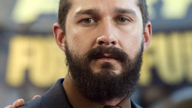 Shia LaBeouf spendeert voor kunstproject 24 uur in lift