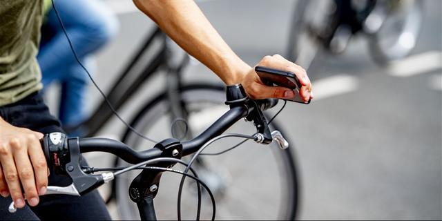 In half jaar tijd ruim 21.000 boetes uitgedeeld voor appen op de fiets
