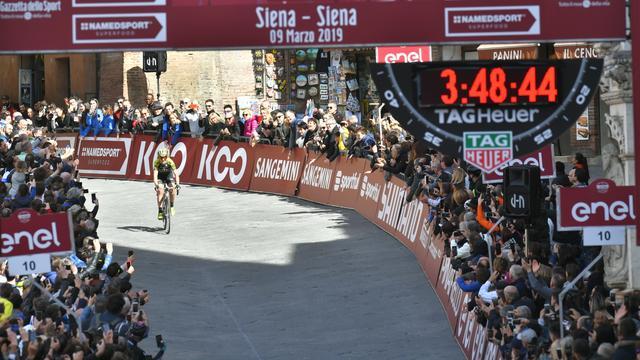 Van Vleuten vindt winst in Strade Bianche een van mooiste zeges ooit