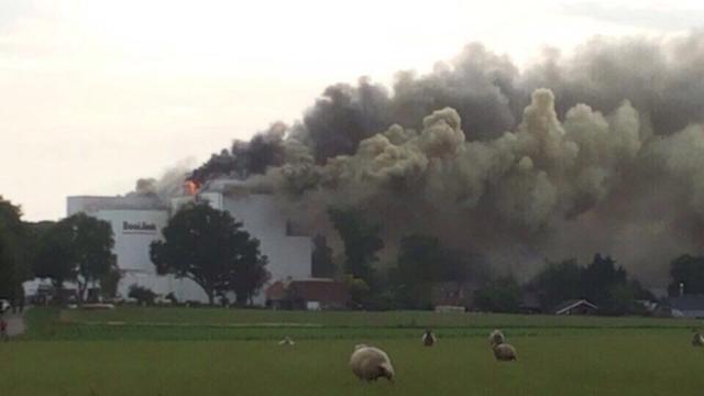 Grote brand bij veevoederbedrijf in Luttenberg
