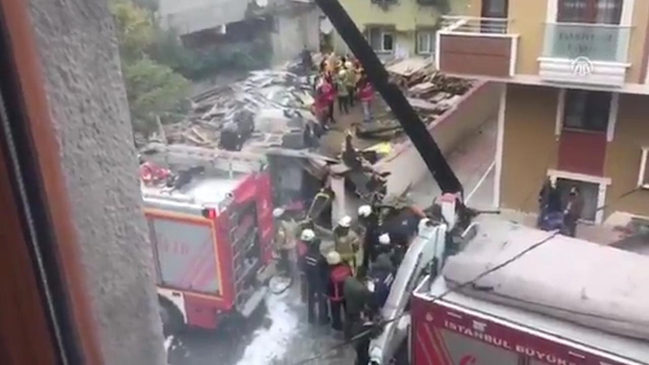 Ravage na neerstorten militaire helikopter in Istanboel
