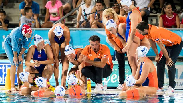 Waterpolosters winnen bij start World League-seizoen van Hongarije