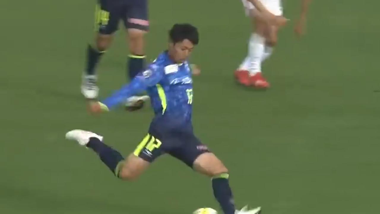 Japans voetbalteam scoort twee keer vanaf middenlijn