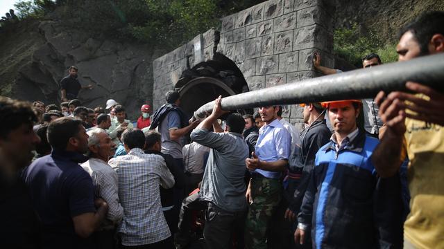 Tientallen arbeiders dood na explosie in mijn Iran