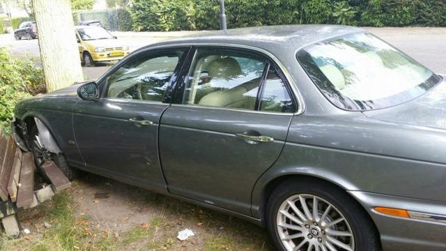 Jaguar en BMW in botsing op Ruitersboslaan