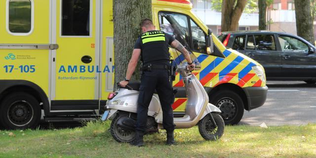 Scooterrijder gewond na botsing met bedrijfswagen in Breda