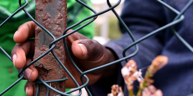 'Migranten lopen groot gevaar in kampen van smokkelaars in Libië'