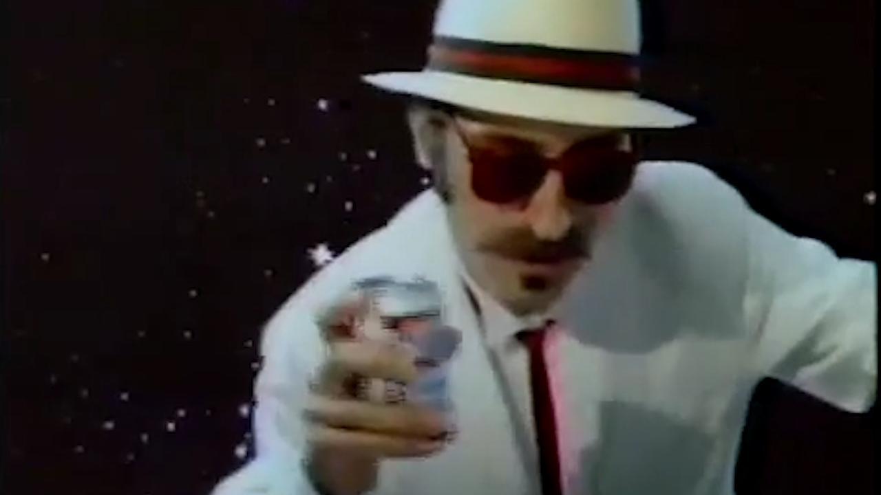 Leon Redbone brengt bier aan de man in reclame Budweiser