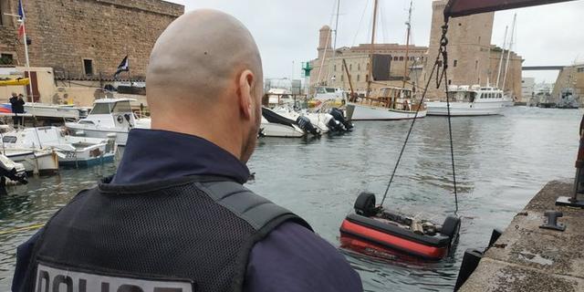 Al vijf auto's te water in haven van Marseille door fout in navigatiesysteem