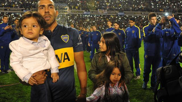 Duizenden fans Boca Juniors-fans onthalen Tevez